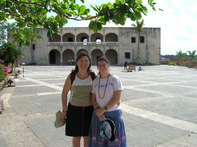 Visita ciudad colonial, Alcázar de colón, Santo Domingo, vuelta al mundo, round the world, mundoporlibre.com