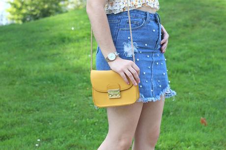 Croptop de flores y falda con perlas