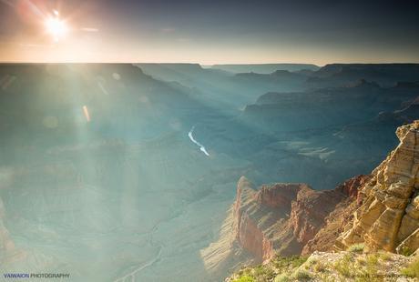 Alineamiento: el Sol, el río Colorado, y estribación del Gran Cañón. Gran Cañón del Colorado.