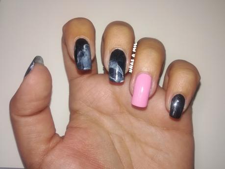 Diseño de uñas efecto mármol o piedra