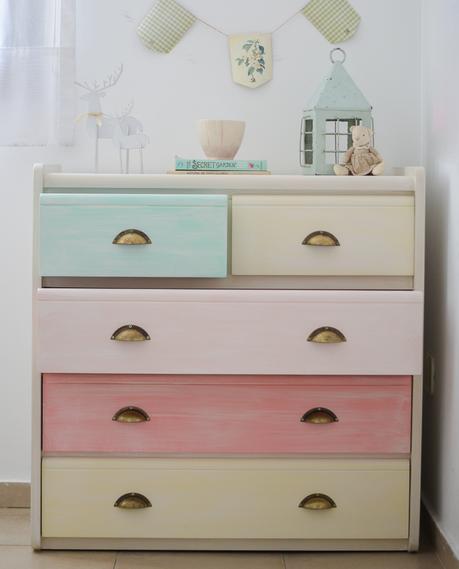 Colores pastel para una cómoda infantil totalmente renovada