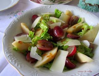 Ensalada de uvas, queso y peras