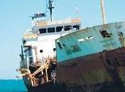 Barco encallado pedernales