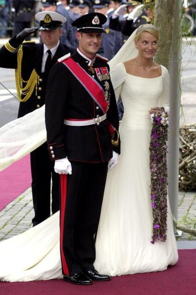 0309-mette-marit-wedding-dress-norwegian-royal-wedding_we.jpg