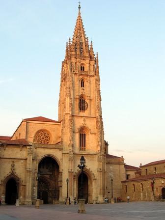 Oviedo está de moda. Conoce la ciudad con un novedoso Tour de Turismo y Compras. Oviedo Tourist & Shopping  Tour