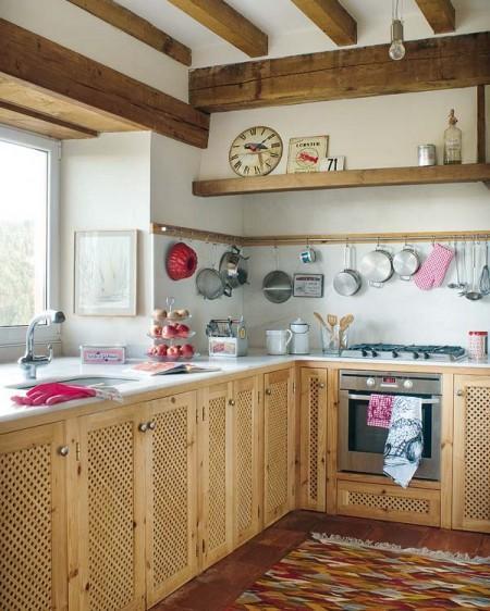 Una casa rural que rompe con el estilo r stico tradicional for Tejados madera blanca