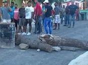 menos heridos Mena protesta contra salida maquinarias asfalto.