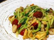 Espaguetis calabacín pollo corral gambas