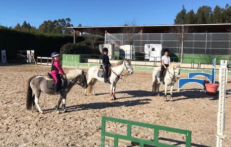 Yo No Sé Exactamente Qué Es Lo Que Tienen Los Caballos Y Ponys Pero Cierto Encandilan A Peques El Bamboleo Sientes Al Montar