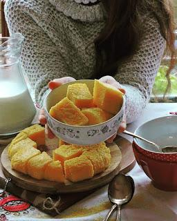 Pan de maíz o mămăligă (polenta)