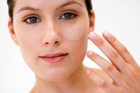 Maquillar rostro con poros abiertos