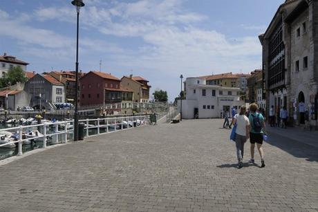 Llanes, paseo por su puerto pesquero tradicional