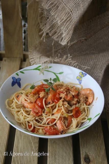 Spaghetti con salsa de atún