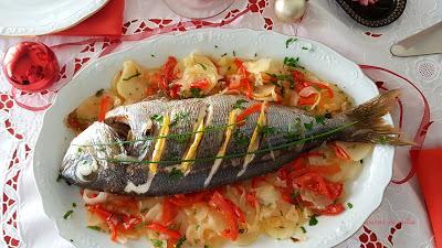 Besugo al horno con patatas y verduras
