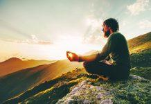 Según muestra un estudio reciente, la meditación trascendental puede ayudarlo a sentirse menos estresado y aumentar su inteligencia emocional