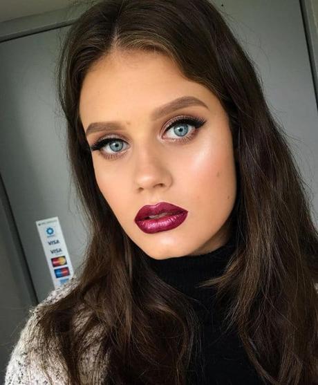 Estilos de maquillaje metálico para fiestas