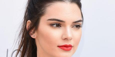 Maquillajes con labial rojo paso a paso