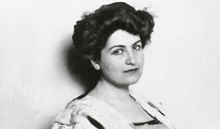 Alma Mahler en Todos somos sospechosos