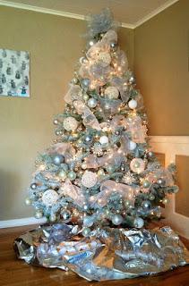 10 Ideas y tutorial de cómo decorar un árbol navideño con mallas