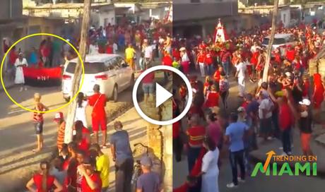 Indignación en las redes por bandera del 26 de julio presente en procesión a Santa Bárbara