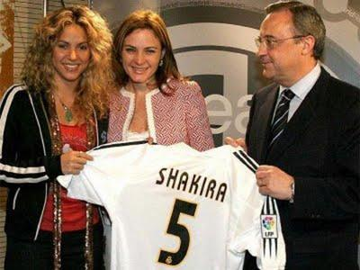 Shakira aparece en momentos de infidelidad