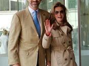 Dña. Letizia llega Londres para boda real vaqueros trench. cena gala esta noche vestirá Felipe Varela