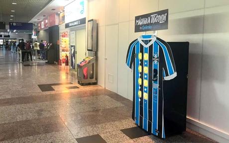 La máquina dispensadora de camisetas del Gremio: un gran ejemplo de marketing deportivo que ofrece muchas opciones para optimizar