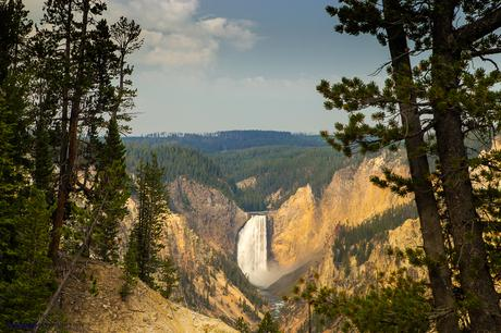 Las Upper Falls del río Yellowstone, una de las vistas clásicas del parque