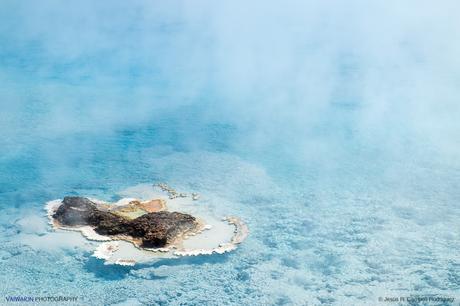 Excelsior Geyser Crater. Laguna con aguas a alta temperatura, emanando siempre vapor