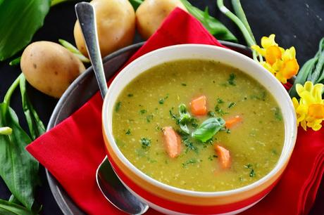 sopa detox para después de las comilonas