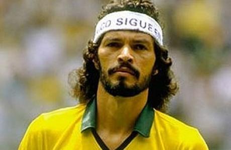 Sócrates, el doctor, elegancia sobre el césped.