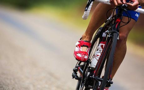 ¿Por qué se duerme el pie mientras se pedalea?