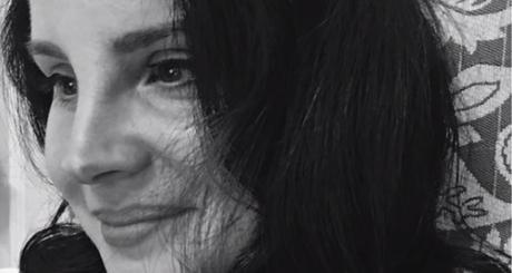 Lana Del Rey estrena delicada nueva balada al piano