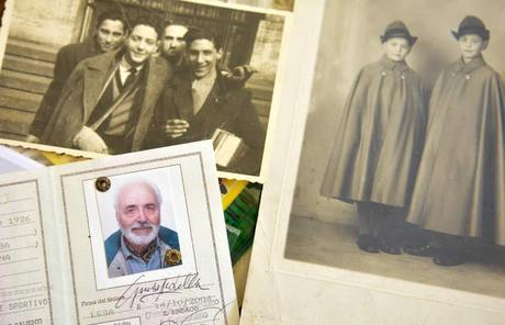 BAJO UN CIELO ESCARLATA: ¡La historia real de un joven en la Segunda Guerra Mundial!