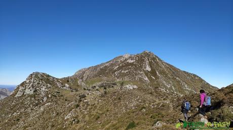 Del Cantu d'Aranga al Pico Pierzu