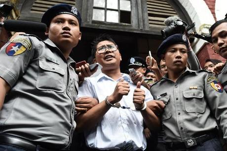 Confirman la pena de 7 años de cárcel para dos periodistas que desvelaron una masacre rohingya