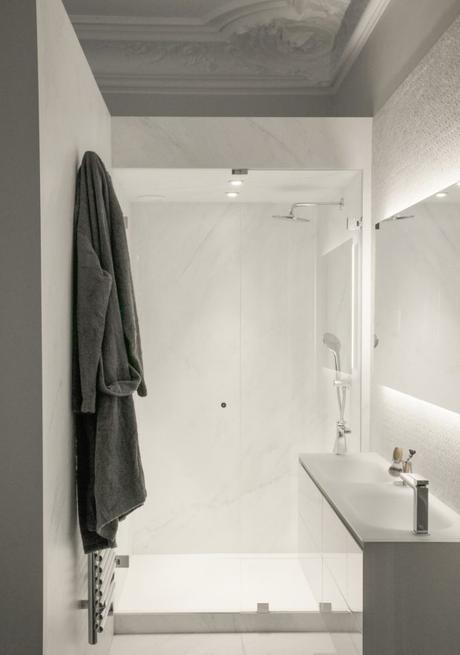baño puramente blanco