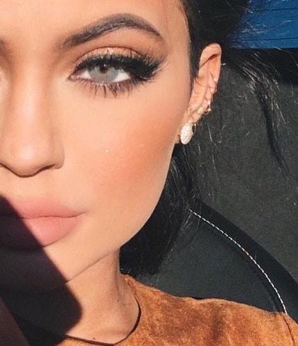 Descripción: 10 Famosos que Usan Lentillas de Contacto - Kylie Jenner