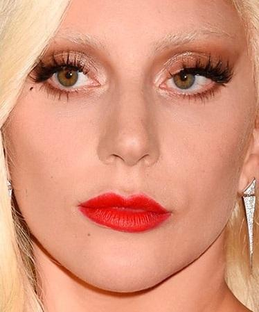 Descripción: 10 Famosos que Usan Lentillas de Contacto - Lady Gaga
