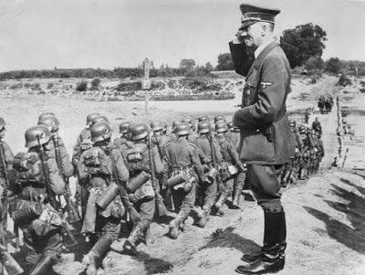 Hitler y sus tropas