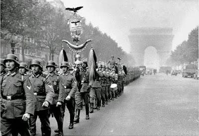 Nazis en el Arco del triunfo
