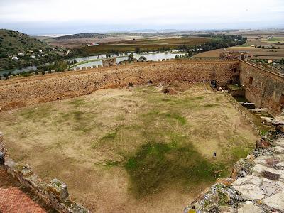 Patio de armas en la parte este del Castillo