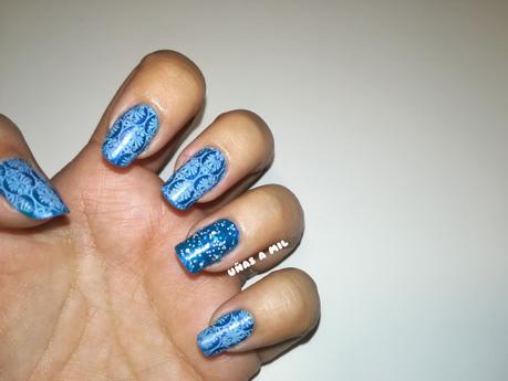 Diseño de uñas en azul