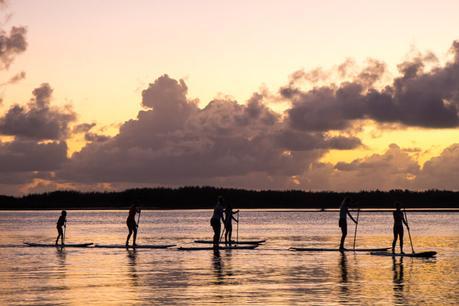 supping-golden-beach-caloundra ▷ Comentario sobre 3 ciudades de playa en la Costa del Sol en Queensland por Family Travel en Australia | Costa del Sol - Viajes