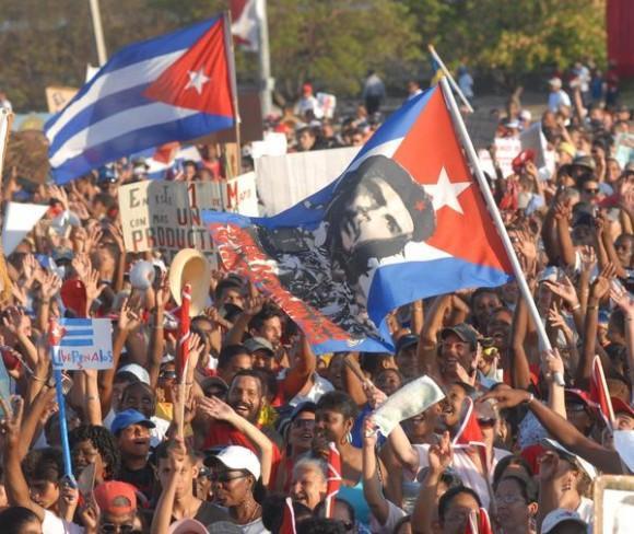 l pueblo capitalino participa en el desfile por el Primero de Mayo, Día Internacional de los Trabajadores, en la Plaza de la Revolución José Martí, en La Habana Cuba, el 1ro. de mayo de 2011. AIN FOTO/Marcelino VÁZQUEZ HERNÁNDEZ/sdl
