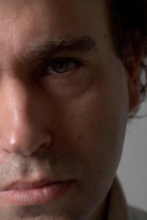 Las razones del independiente, doble encuentro con Christian Aguilera. Parte 2ª: un trotamundos checo, un intelectual americano, descargas de rock & roll y misterios de genética
