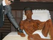 Lagerfeld hace escultura chico chocolate