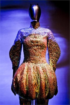 GOD SAVES ALEXANDER McQUEEN - SAVAGE BEAUTY -