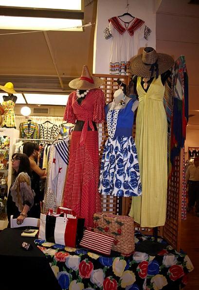 MANHATTAN VINTAGE CLOTHING SHOP