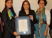 Merck recoge manos AENOR certificados calidad 9001:2008 2010